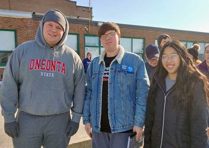 Students in New Hampshire for Democratic Primary